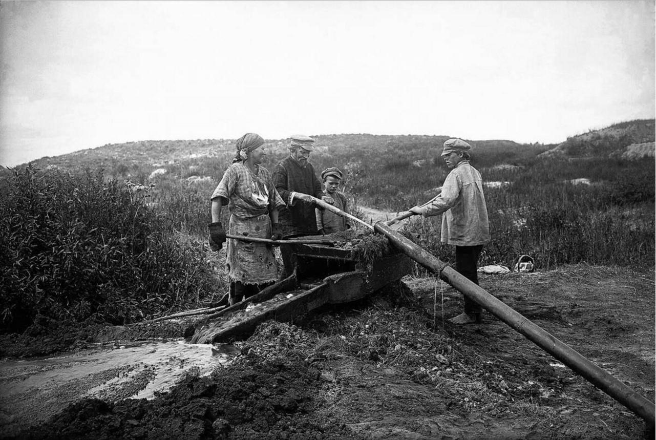 1926. Троицкий округ. Промывка золота старателями из отвалов