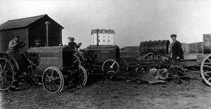1927. Троицк. Второй тракторный отряд перед отъездом из города на вспашку переселенческих участков