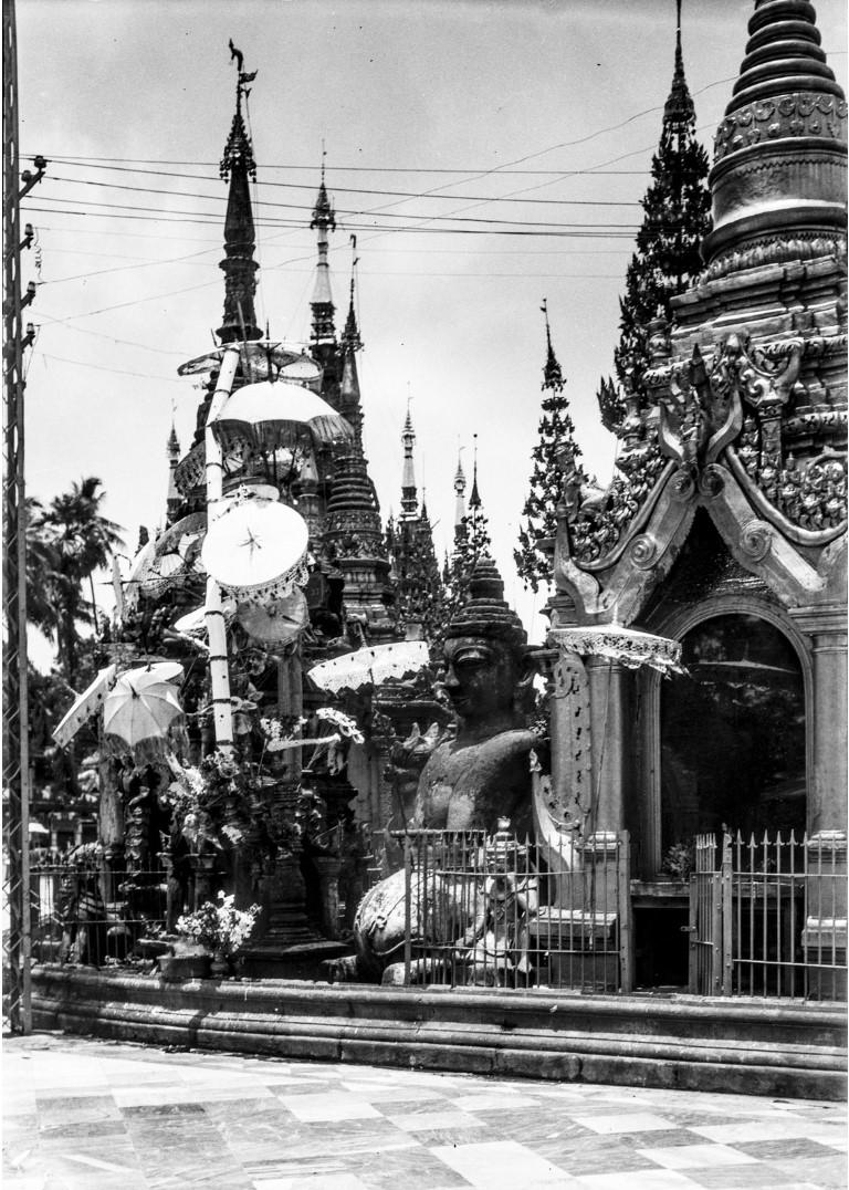 845. Рангун. Пагода Шведагон, алтарь
