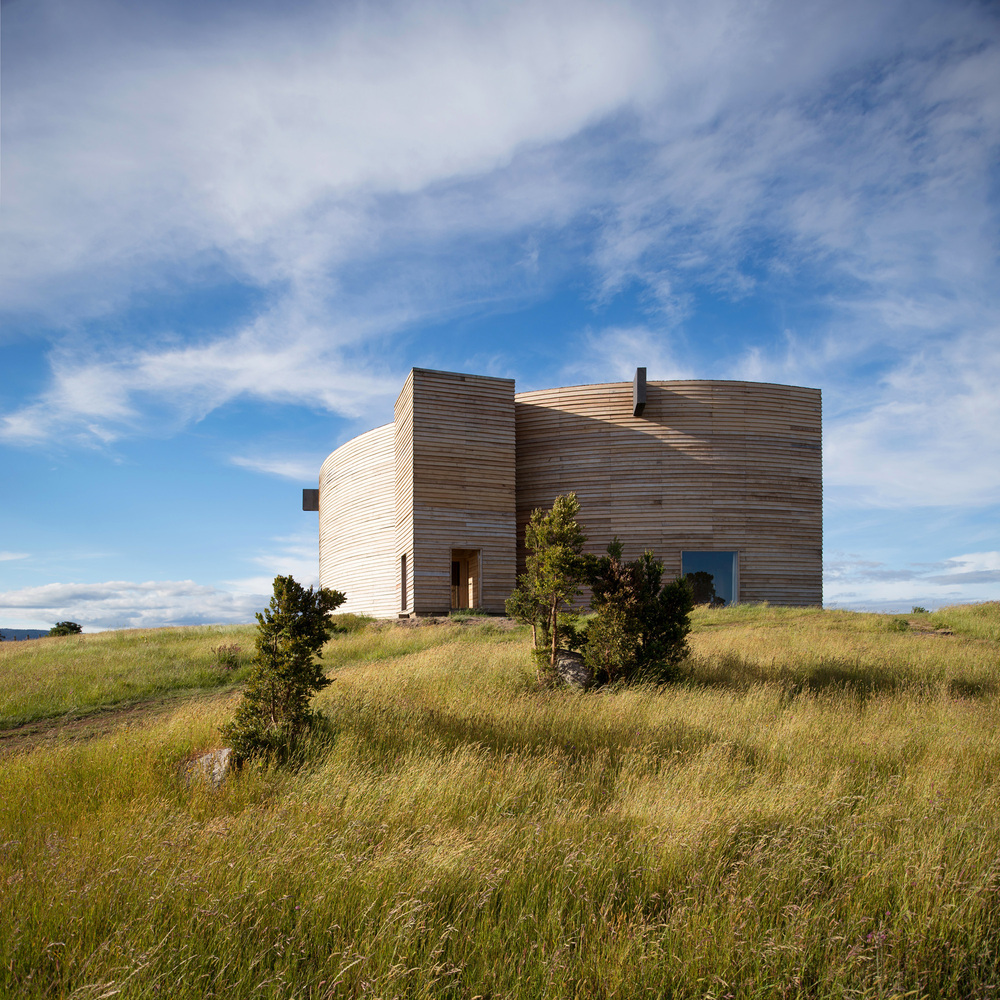 Amazing Half-Moon Shaped Home in Chile (11 pics)
