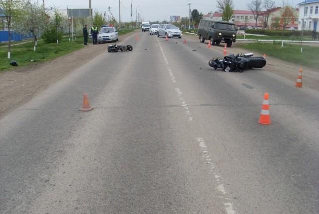 Мотоциклист сбил скутериста (видео, 19 апреля)