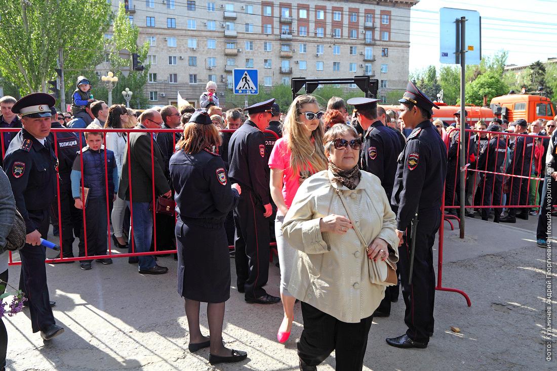 Волгоград рамки металлоискателей на площади Павших Борцов в День Победы