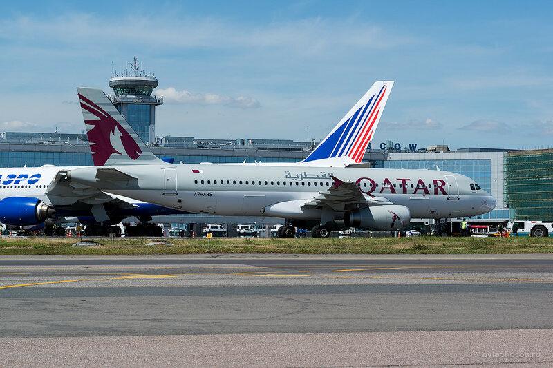 Airbus A320-232 (A7-AHS) Qatar D808516