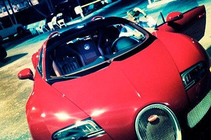 Биберу подарили автомобиль Bugatti Veyron, который стоит больше двух миллионов евро