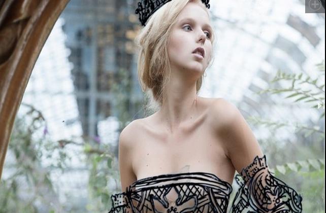 Платья, нарисованные на зеркале - прикольные фото