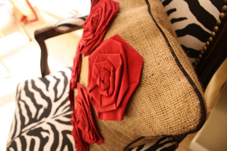 Шьем подушку с розами. Sew the pillow with roses. DIY tutorial