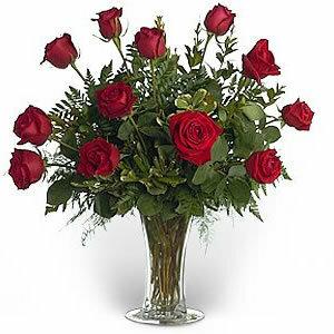 Розы в прозрачной вазе открытка поздравление картинка