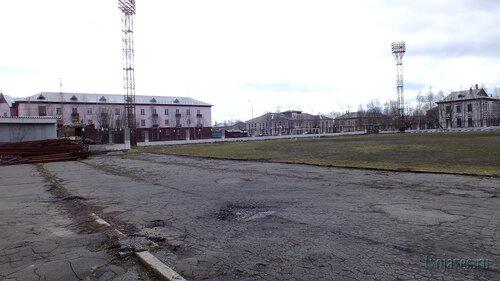 Фото города Инта №6684  Стадион (видны дома по Кирова 19, 21 и 28) 22.05.2014_13:30
