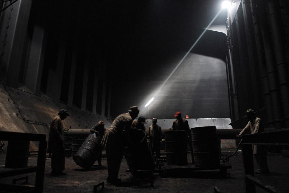 12. Работяга из Джакарты, Индонезия. Получает около 5 долларов в день. (Фото Ulet Ifansasti   Getty