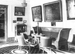 Убранство гостиной в доме купца А.А.Коровина.
