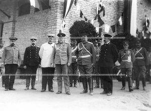 Группа  офицеров  наблюдает за маршем лейб-гвардии Атаманского его императорского высочества государя наследника цесаревича полка.