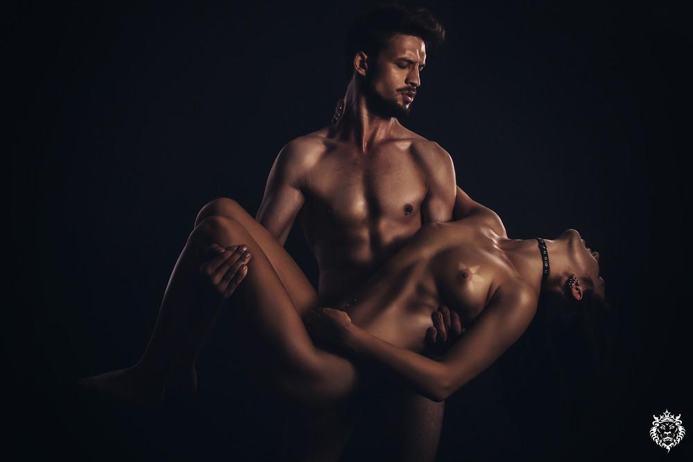 Смотреть эротика мужчина и женщина