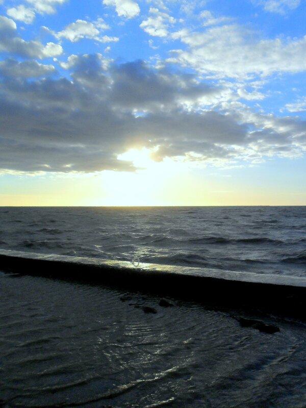 У моря, при сильном западном ветре