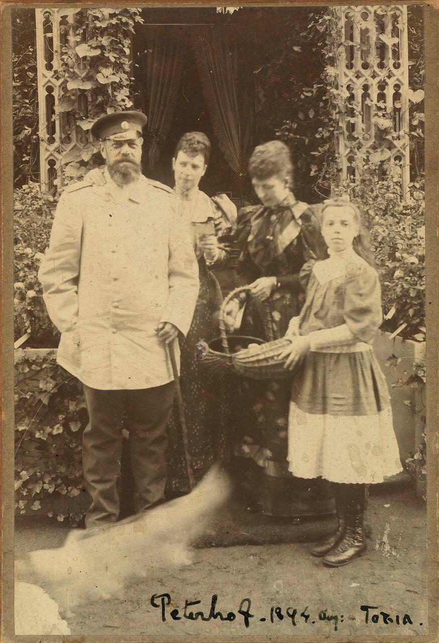 1894. Александр III, Мария Федоровна, королева Александра и Великая Княгиня Ольга Александровна
