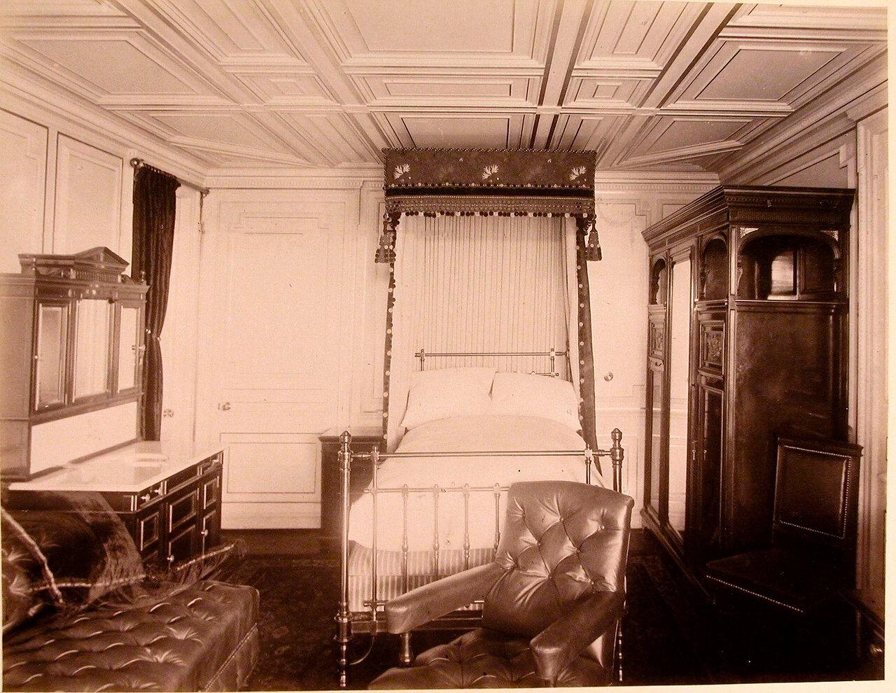 09. Вид одной из спальных комнат на яхте «Ливадия»
