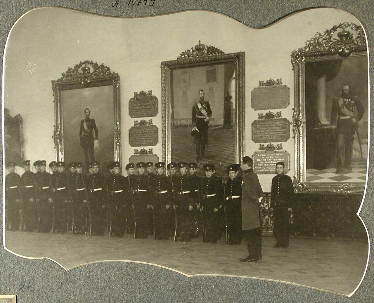 21. Группа воспитанников в строю в Белом зале