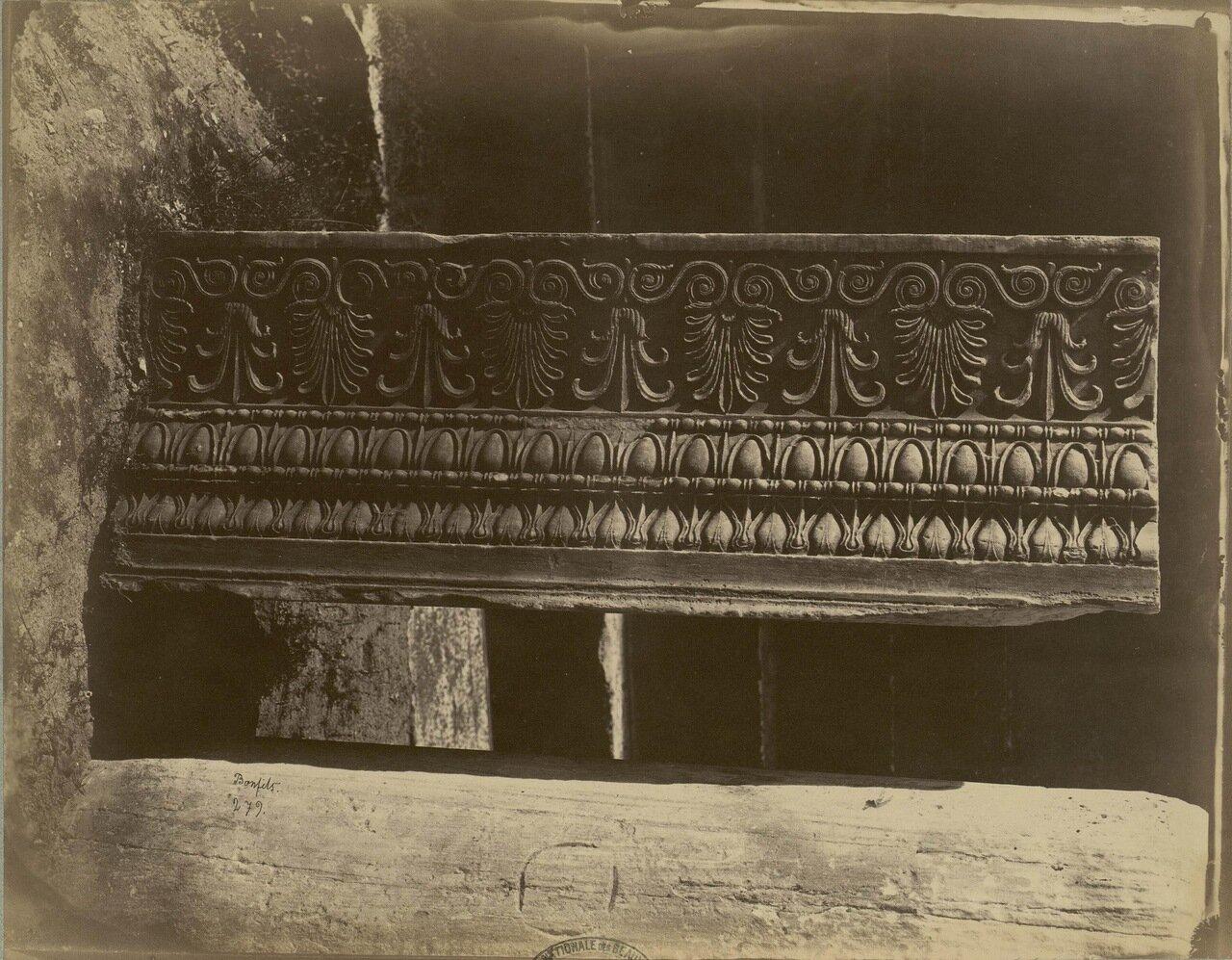 40. Храм Эрехтейон. Фрагменты карниза