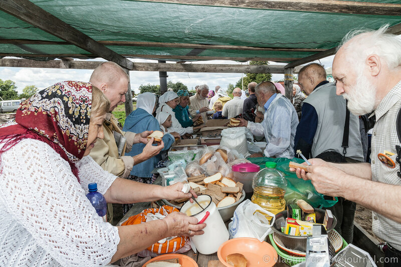 Праздничная трапеза для гостей Храма Святителя Василия Великого в Кистыше
