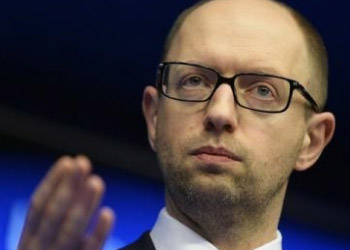 Яценюк: Украина не уступит ни сантиметра своей земли России
