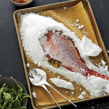 При помощи готового ножа вскрыть солевой покров