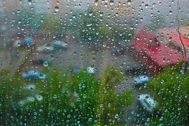 А за окном гуляет дождь с дождихой...