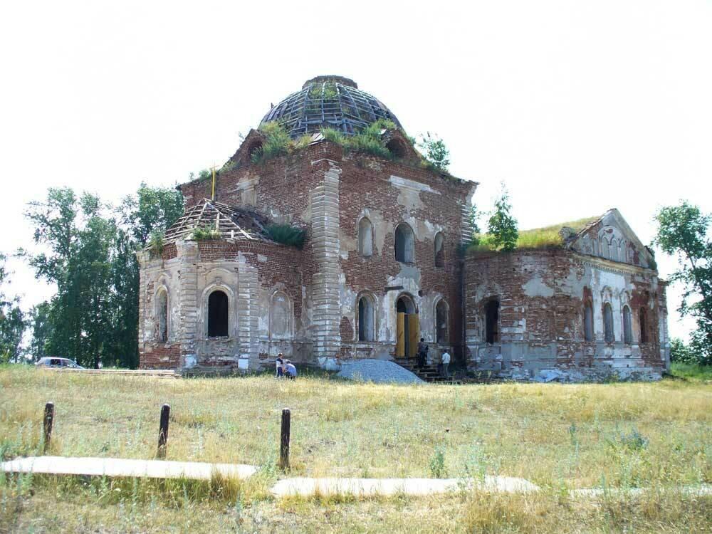 Общий вид церкви (04.04.2014)