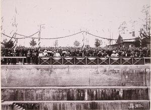 Члены императорской фамилии за осмотром дока императрицы Марии во время визита в порт императора Александра III.