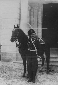 Урядник сибирской полусотни 3-ей сотни лейб-гвардии сводно-казачьего полка в парадном обмундировании.