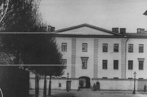 Внешний вид здания казармы бригады.