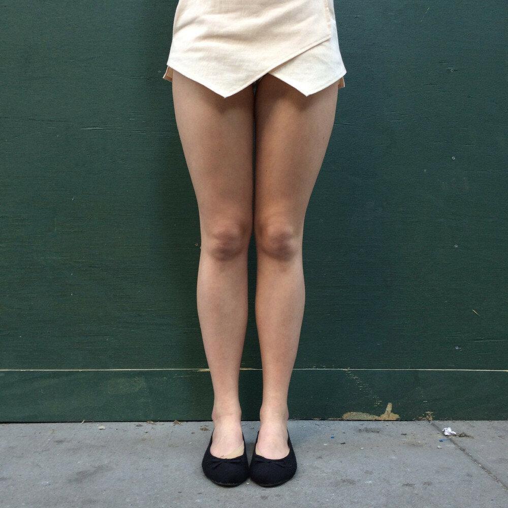 Женские ноги на улице видео фото 37-920
