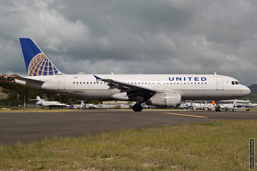 A-320_N412UA_United_Airlines_1_SXM_for_zps4427dfe3.JPG