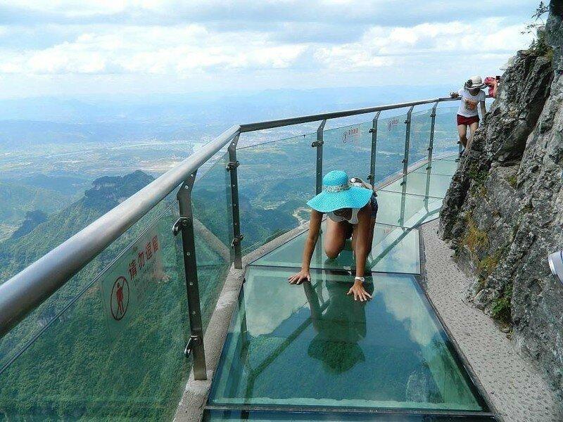 Стеклянная «Тропа страха», высота 1430 метров. Казалось бы, что может быть страшнее?