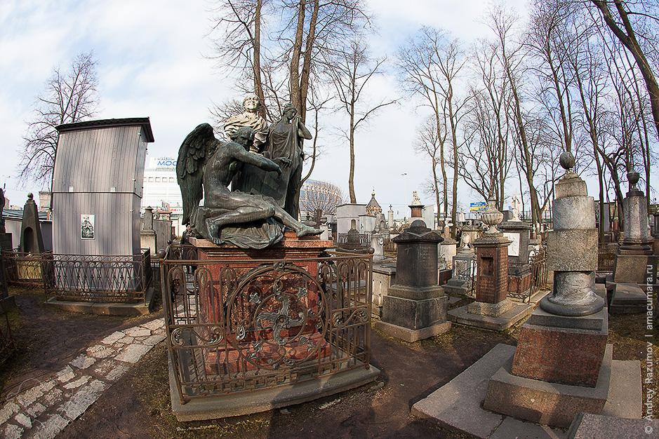 Некрополь в Санкт-Петербурге