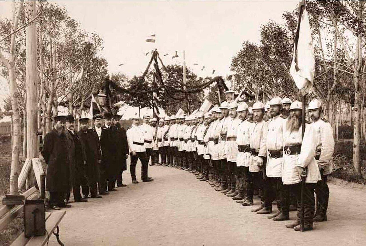 1911. Боровская Добровольная Пожарная Дружина в городском саду.