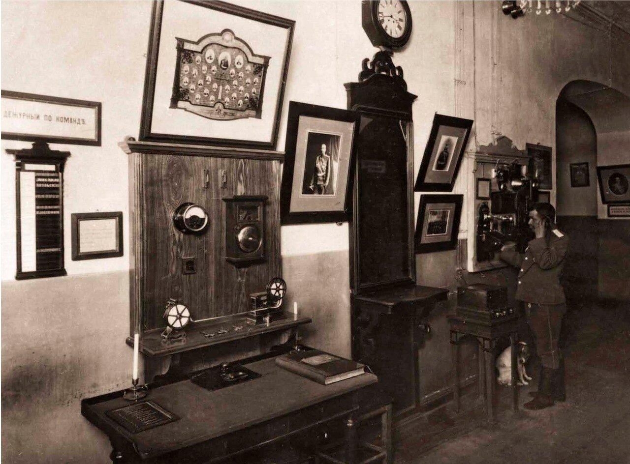 В телеграфной комнате Петровской пожарной части