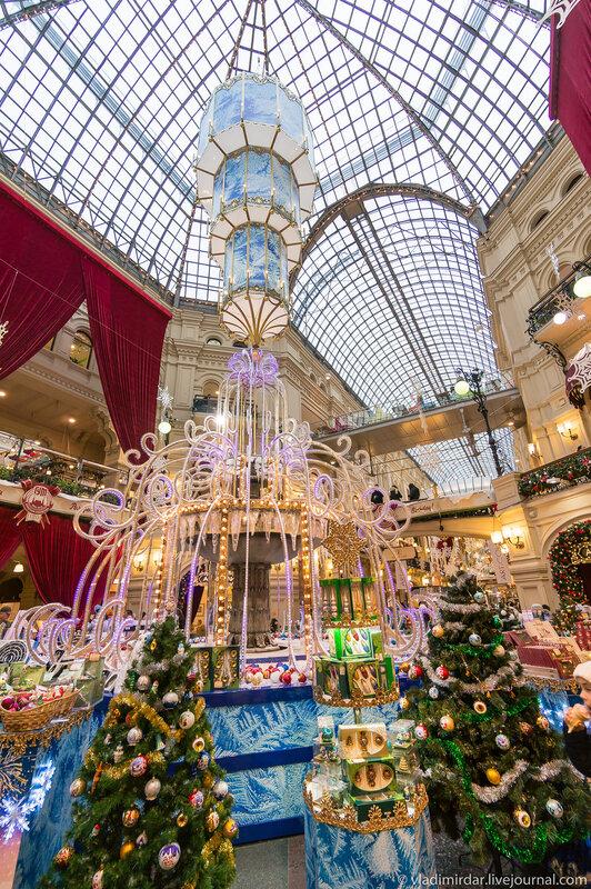 Новогодний фонтан в ГУМ-е