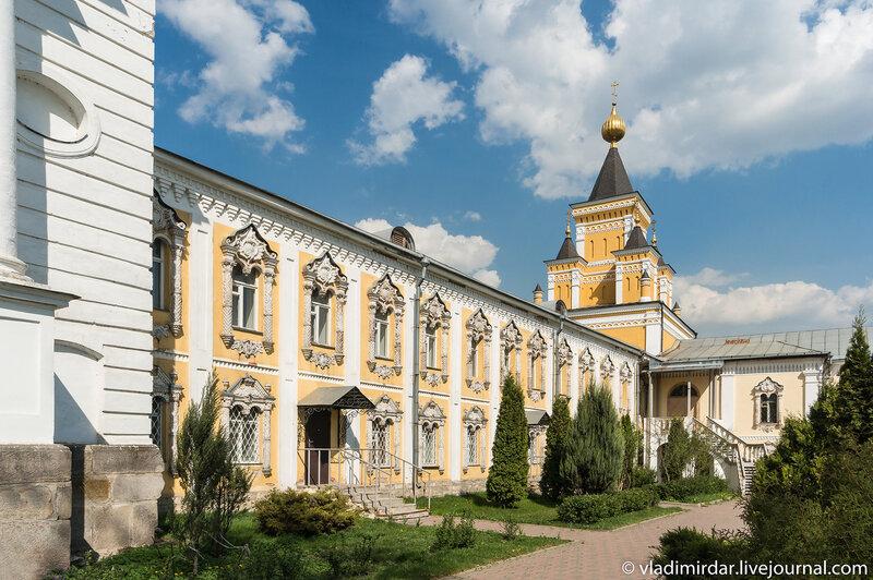 Больничный корпус и храм в честь иконы Божией Матери
