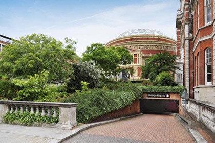 В английской столице продан самый дорогой паркинг