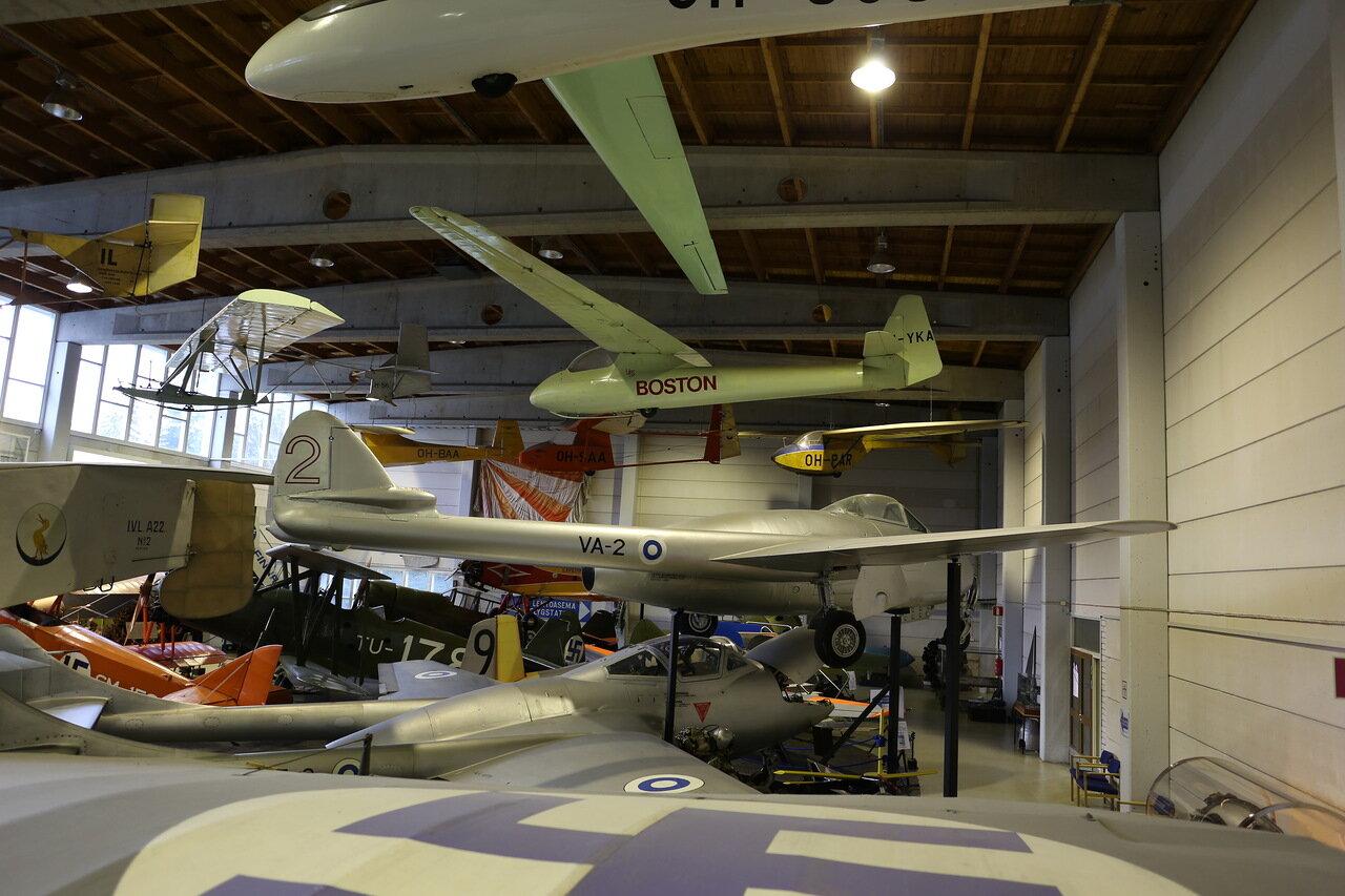 Авиамузей в Вантаа. De Havilland Vampire D.H. 100 Планер PIK 3a Kanttikolmonen