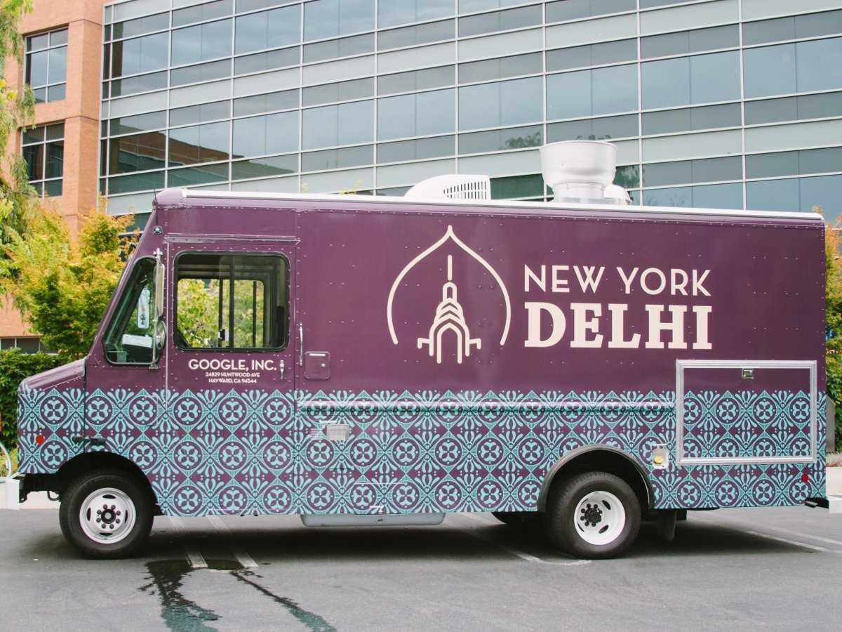9. В автофургоне New York Delhi предлагают «смесь модерна Нью-Йорка и классического индийского приго