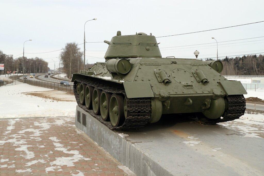 Т-34 смотрит на Дмитровское шоссе
