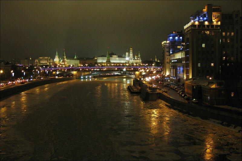 Кремль и Дом на набережной, Вечерняя Москва