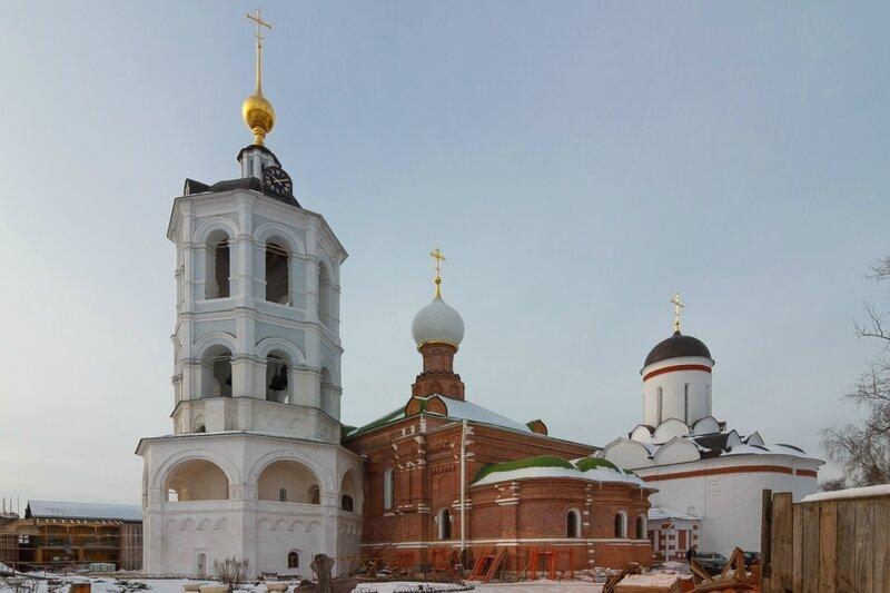 Колокольня, храм преподобного Сергия Радонежского и собор Николая Чудотворца в Николо-Пешношском монастыре