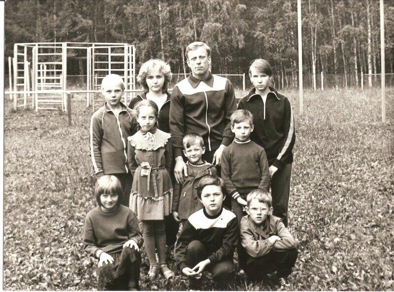 Август 1989г. Ручинская Н., Щербинина О., Кулик Е., Емельяновы : С.А., Юля, Женя и Илья.