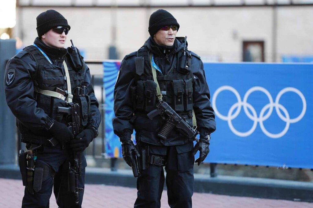 Полицейские патрули на улицах города (3)