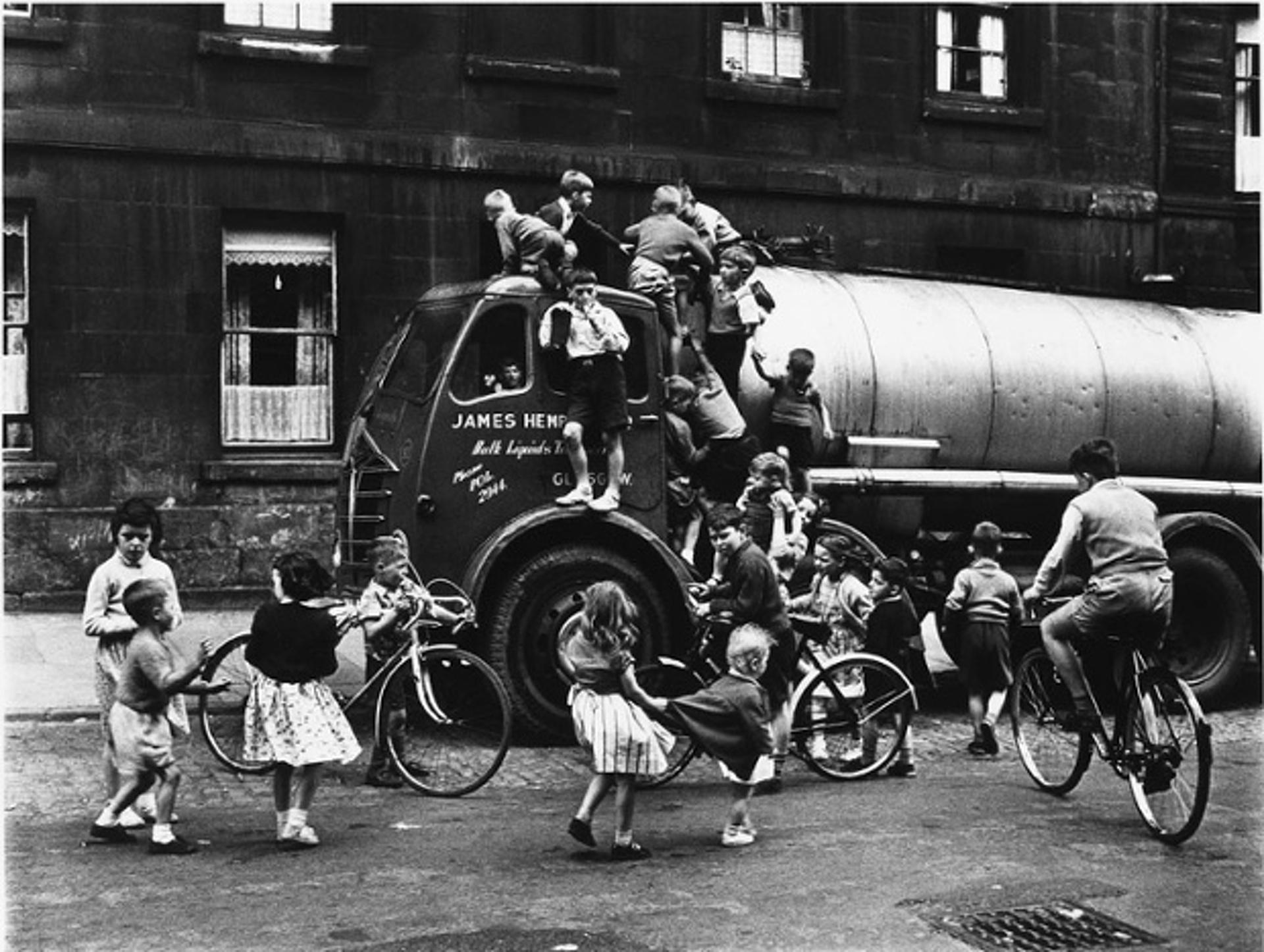 1958. Дети вокруг грузовика, Каукэдденс, Глазго