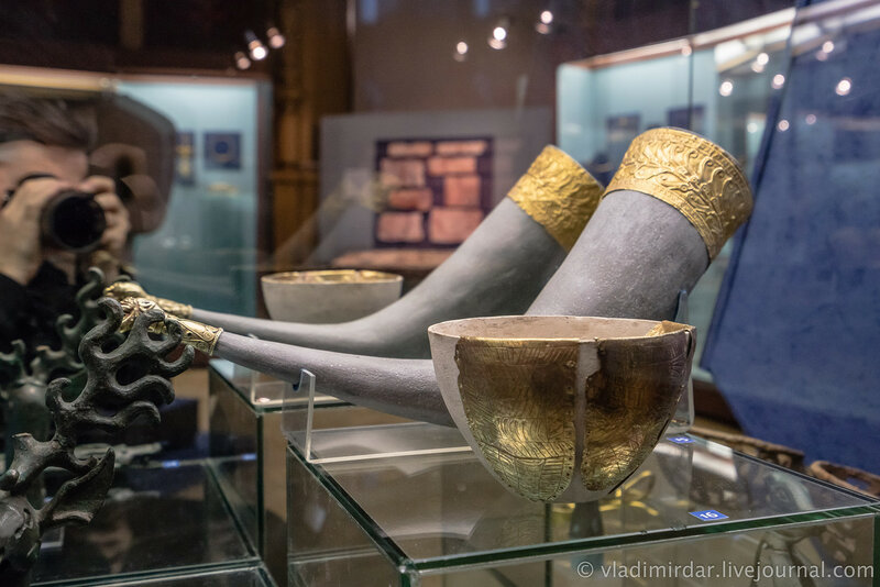 Пластины-обкладки чаши. Золото. III в. до н.э. Станица Пластуновская, 1977, раскопки А.А. Нехаева.