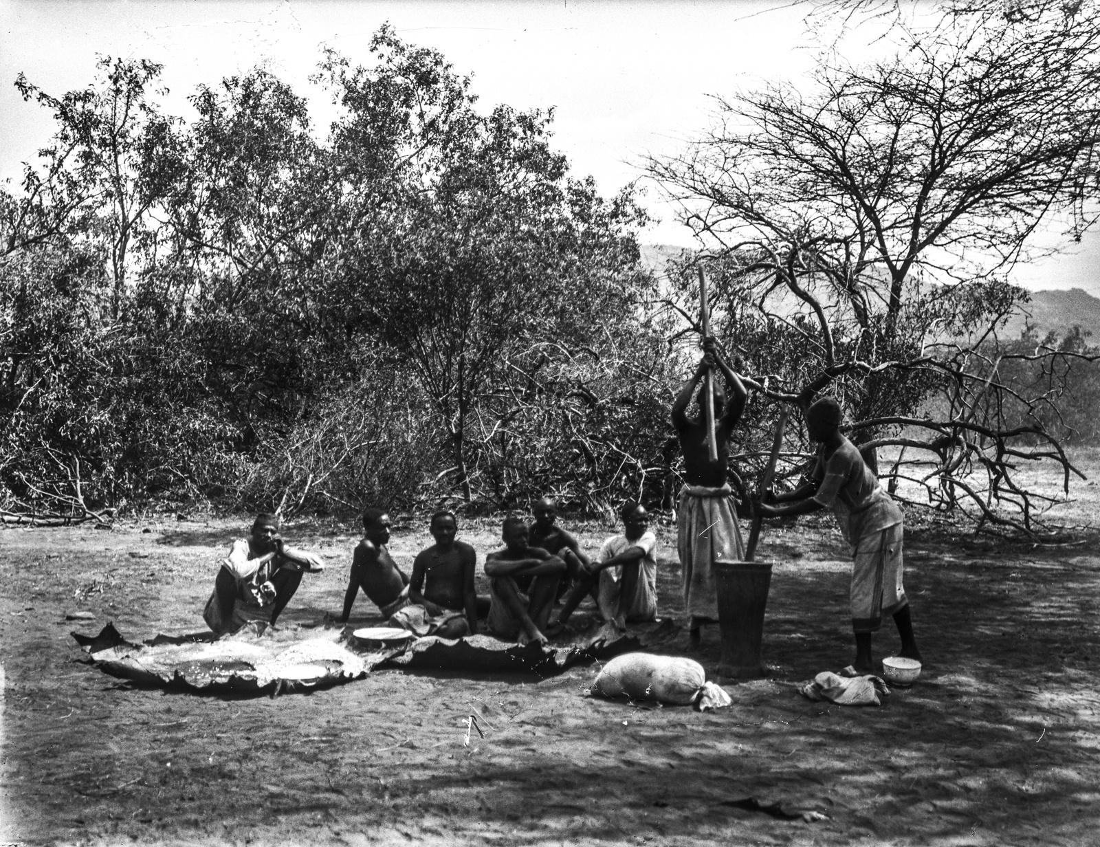 240. Группа аборигенов