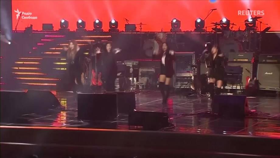 Ким Чен Ын посетил концерт южнокорейских музыкантов (видео)