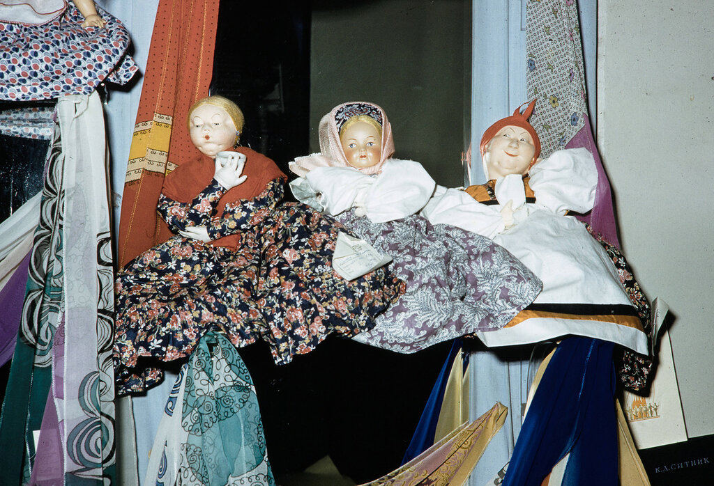 Russia, dolls displayed at store in Moscow